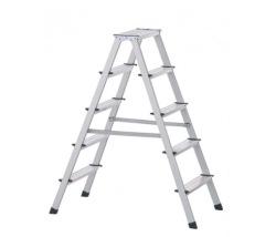 Praktický stupňový stojací rebrík, obojstranne schodný