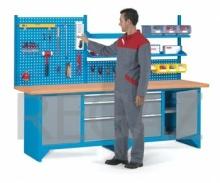 Pracovný stôl modulárny šírka 2500 mm so zadným panelom